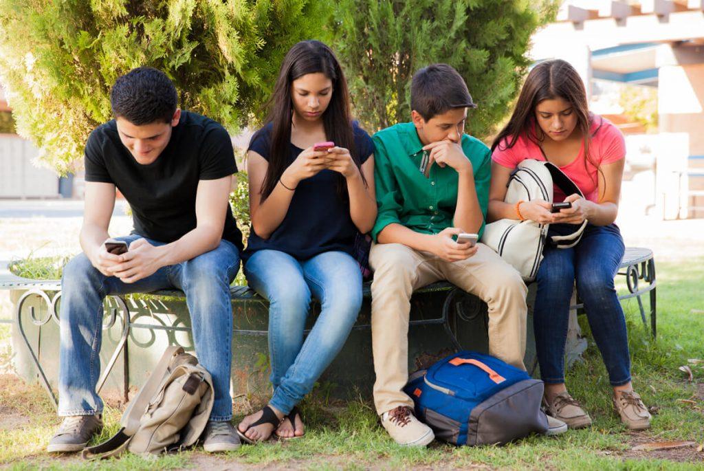 teens-using-social-media